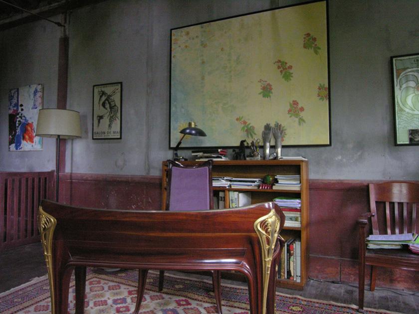 2. Summer Hours, Helene's desk