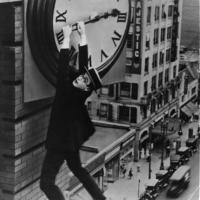 13-Harold-Lloyd-In-Safety-Last-1923-