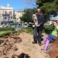 06-Nina-e-i-suoi-nuovi-amici-in-posa-sul-Monumento-al-cadere-Palermo-2017-foto-Stefania-Galegati