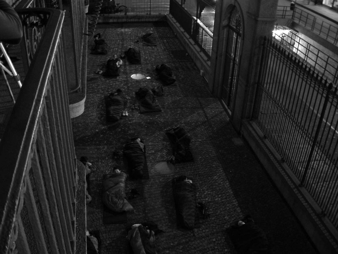 06-Astrale-ragazzi-che-sognano.-performance-Palazzo-Bricherasio-Torino-2003