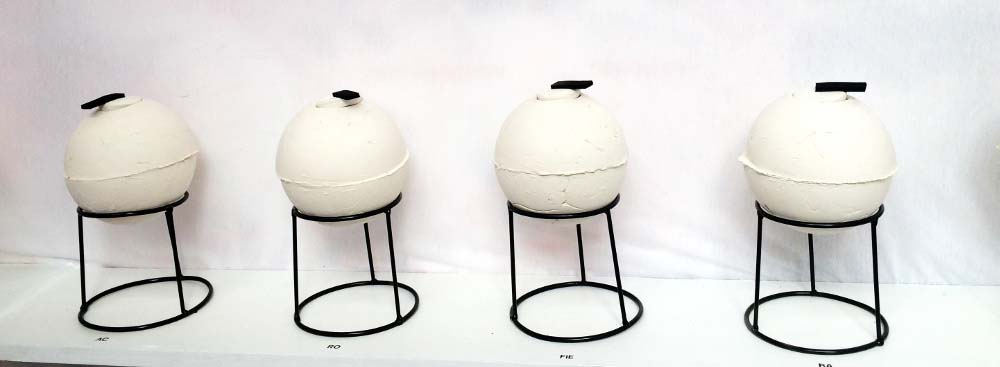 8-ampolle-di-ceramica-contenenti-le-essenze