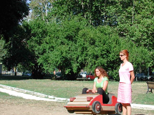To Play<h3>La condizione fisica dello sguardo soggettivo: PLAYGROUNDS</h3>Opera di Simone Zaugg. Testo di Simone Zaugg e Viviana Gravano